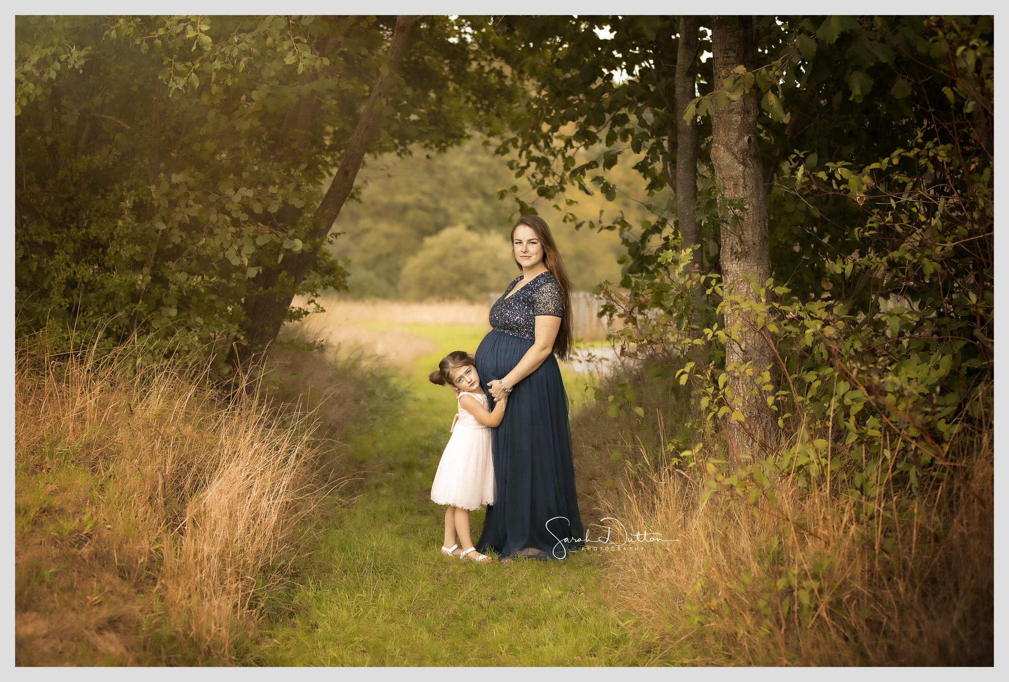 Maternity baby bump photography portrait taken outdoor in Whitchurch Hampshire